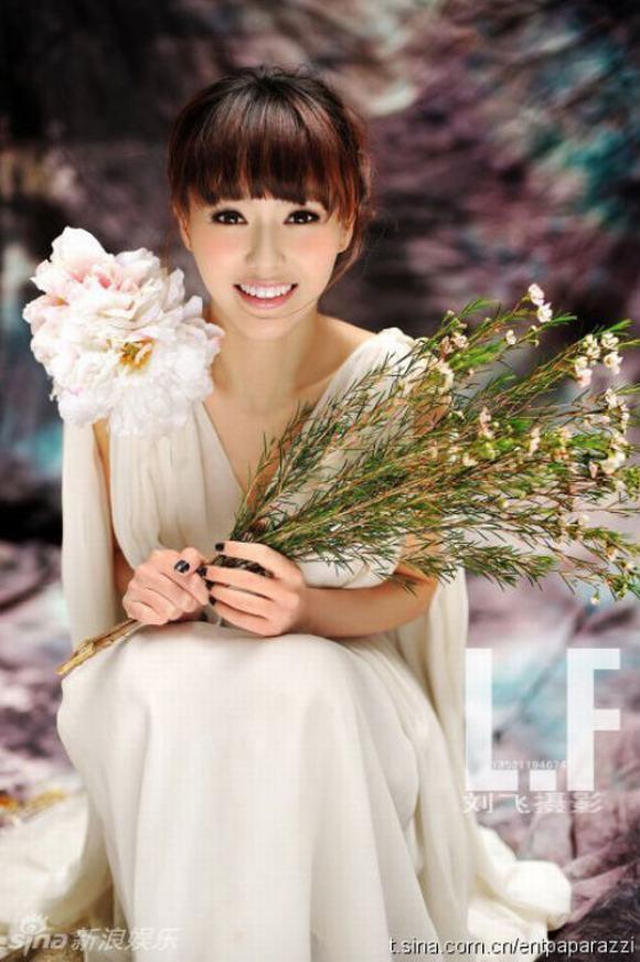 Mê mẩn với nụ cười thiên thần của mỹ nhân Hoa ngữ - Hình 1