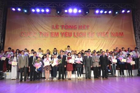 Trao giải cuộc thi Em yêu lịch sử Việt Nam - Hình 2