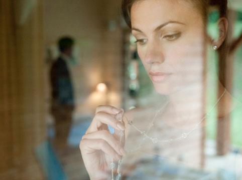 Chồng tình tứ với gái mại dâm trước mặt của anh trai vợ - Hình 1