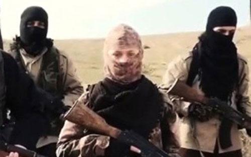 Nữ nghi phạm bị Pháp truy nã xuất hiện trong video của IS - Hình 1