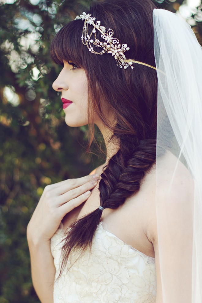 6 kiểu tóc buông dài giúp cô dâu thêm quyến rũ - Hình 3