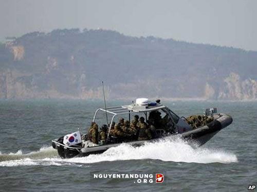 Hàn Quốc tăng cường tuần tra, ngăn tàu Trung Quốc - Hình 1