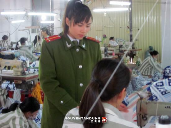 Những quản giáo xinh đẹp giỏi việc nước, đảm việc nhà ở Trại giam Ninh Khánh - Hình 1