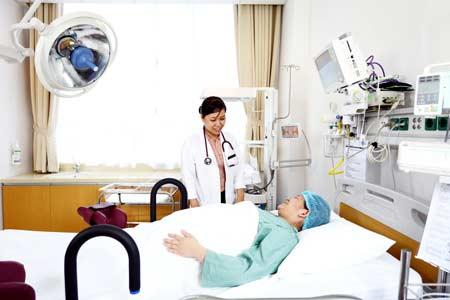 Thủ tướng: Gỡ rào cản với y tế tư nhân để giảm quá tải bệnh viện - Hình 1