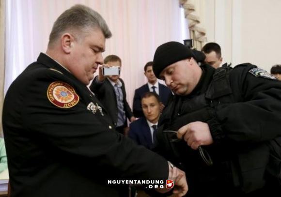 Ukraine bắt quan chức cấp cao ngay tại cuộc họp chính phủ - Hình 1