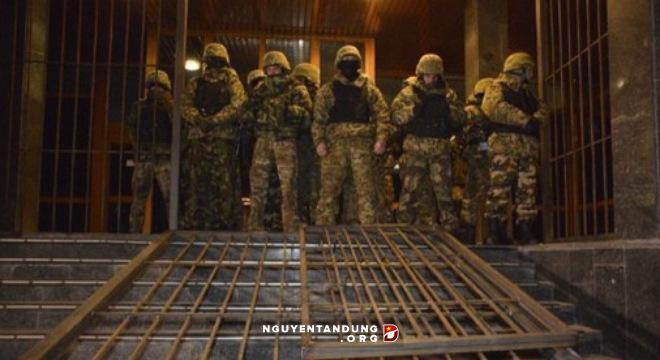 Ukraine: Tỉ phú Kolomoisky thắng thế? - Hình 1