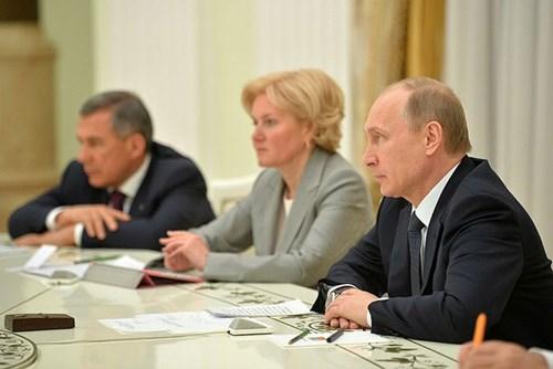 Tổng thống Putin hé lộ người kế nhiệm năm 2018 - Hình 1