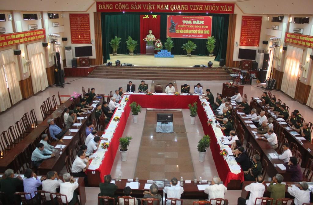 Bồi Hồi Nhớ Hình Ảnh Cờ Giải Phóng Cắm Trên Dinh Tỉnh Trưởng Bình Định -