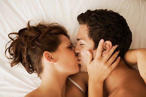 Tại sao con trai thích sờ ngực và hôn vùng kín con gái - Hình 1
