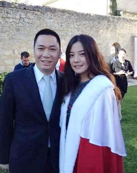 Tiết lộ khối tài sản khổng lồ của vợ chồng Triệu Vy - Hình 1