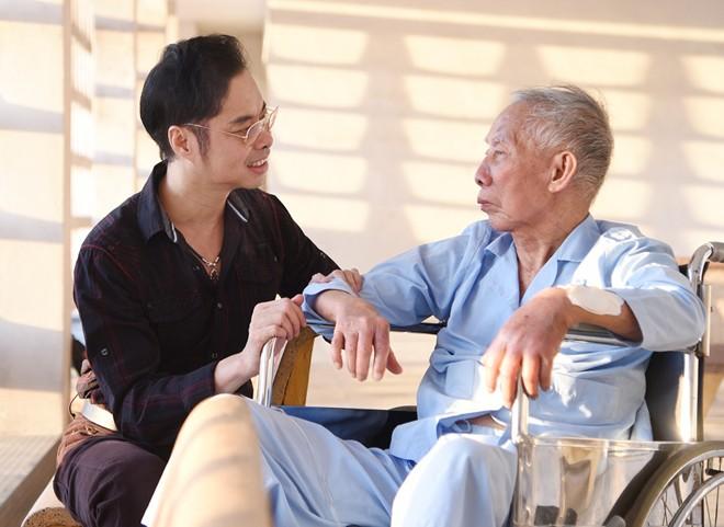 Ngọc Sơn mời bác sĩ ở Mỹ về Việt Nam chữa bệnh cho cha - Hình 1