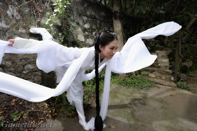 Chị em sinh đôi của Lưu Diệc Phi tiếp tục hút hồn game thủ - Hình 4