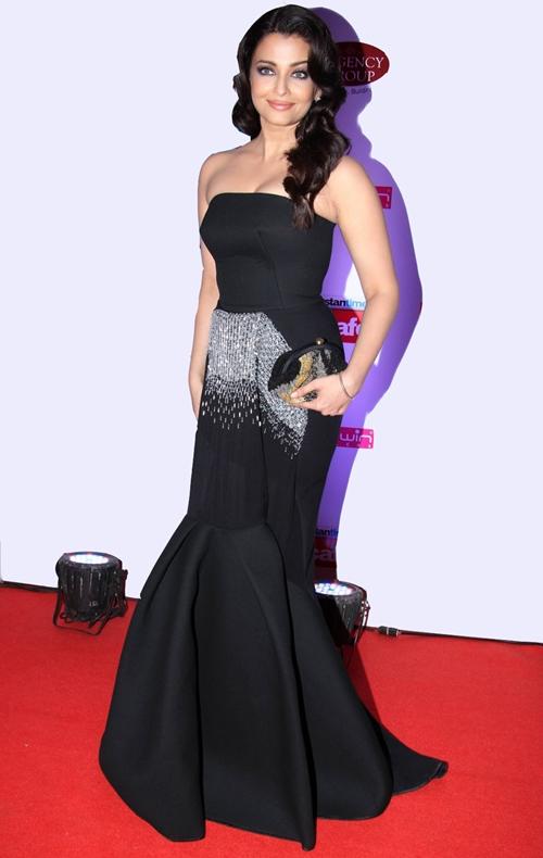 10 bộ đầm quý phái của Hoa hậu Aishwarya Rai - Hình 5