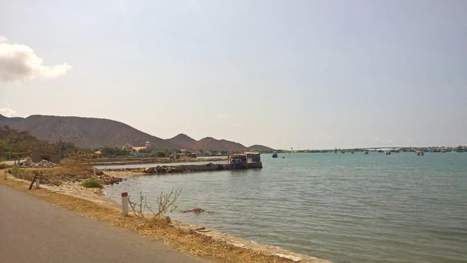 Khung cảnh ngoạn mục dọc đường ven biển Phan Rang - Cam Ranh - Hình 2