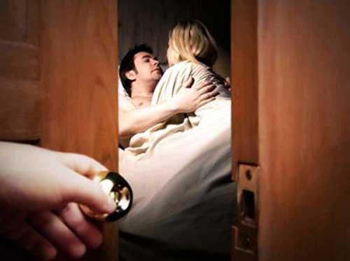 Phụ nữ phải làm sao khi biết chồng ngoại tình? - Hình 1