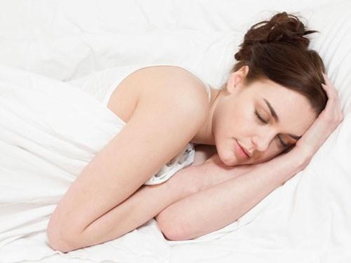 Tăng nguy cơ đột quỵ do ngủ nhiều - Hình 1