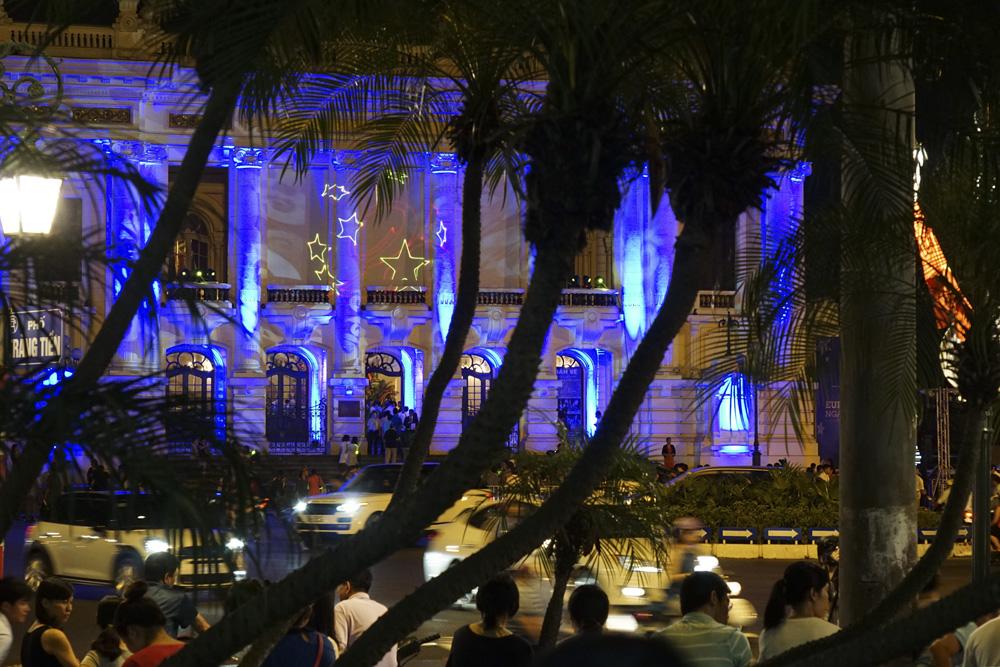 Vẽ biểu tượng châu Âu bằng ánh sáng laser tại Nhà hát Lớn - Hình 2