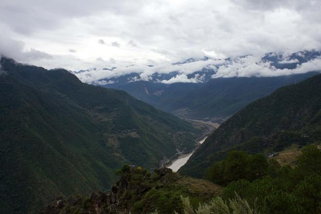 Cận cảnh sông Trường Giang dài nhất Trung Quốc - Hình 6