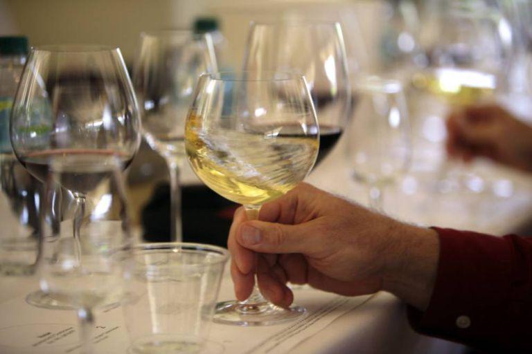 Tử vong vì gọi rượu nhưng lại được phục vụ... nước rửa bát - Hình 1