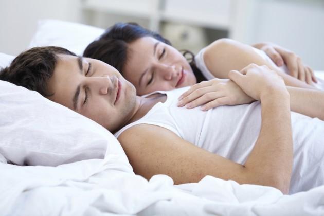 7 hành động sai lầm các cặp đôi thường làm sau chuyện ấy - Hình 1