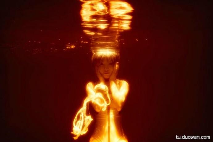 Cosplay Rei Ayanami dưới nước đầy nghệ thuật trong Evangelion - Hình 1