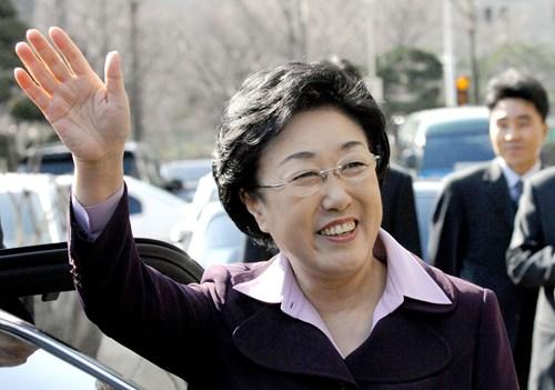 Nữ thủ tướng đầu tiên của Hàn Quốc vào tù vì tội nhận hối lộ - Hình 1