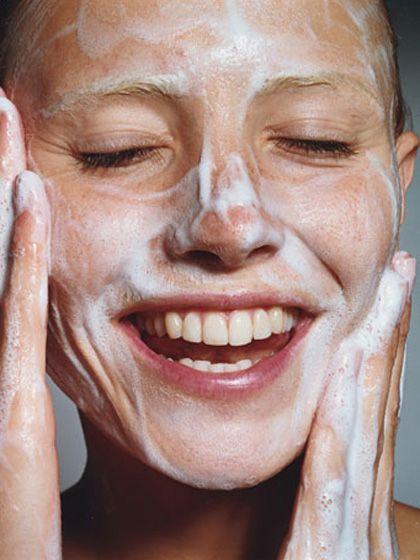 3 cách để làm sạch da mặt không cần dùng tới nước - Hình 4