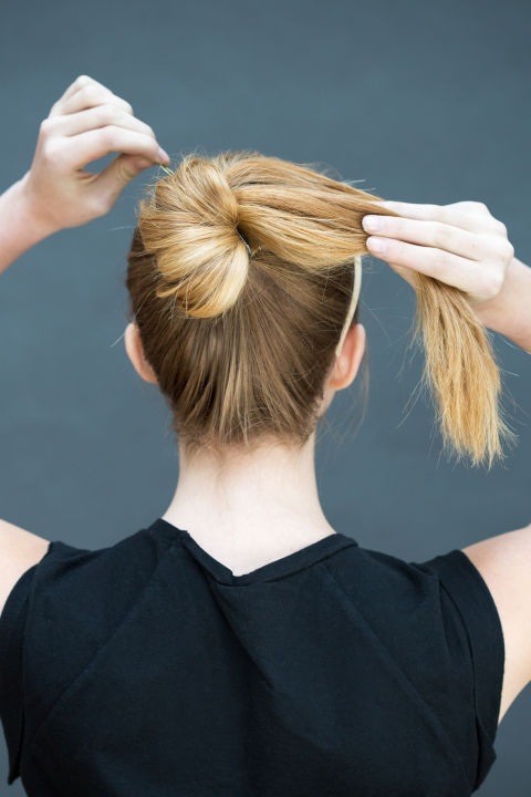 10 gợi ý tạo kiểu tóc đẹp hoàn hảo chỉ trong... vài giây - Hình 2