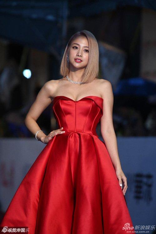 Mỹ nhân đẹp nghiêng thành trên thảm đỏ Oscar xứ Đài - Hình 7