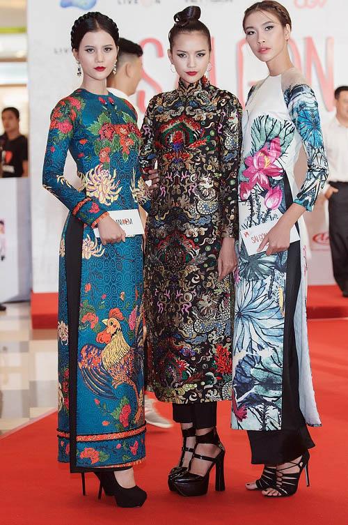 Quán quân Next Top diện áo dài rực rỡ như hoa hậu