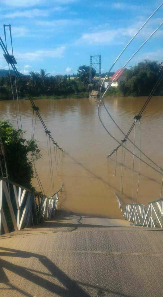 Sập cầu treo, 4 người rơi xuống sông Đồng Nai - Hình 1