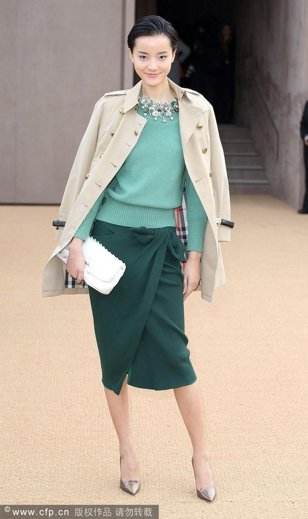 Bộ đôi áo len và chân váy được lòng các mỹ nhân Hoa - Hàn