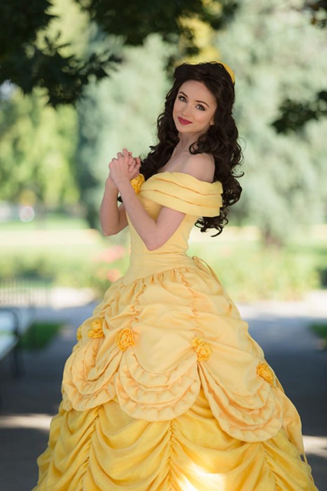 Cô gái chi cả núi tiền để hóa thân thành các nàng công chúa Disney - Hình 16
