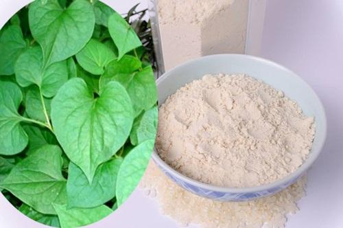 Sạch mụn, trắng da chỉ sau một tháng nhờ rau diếp cá – cám gạo
