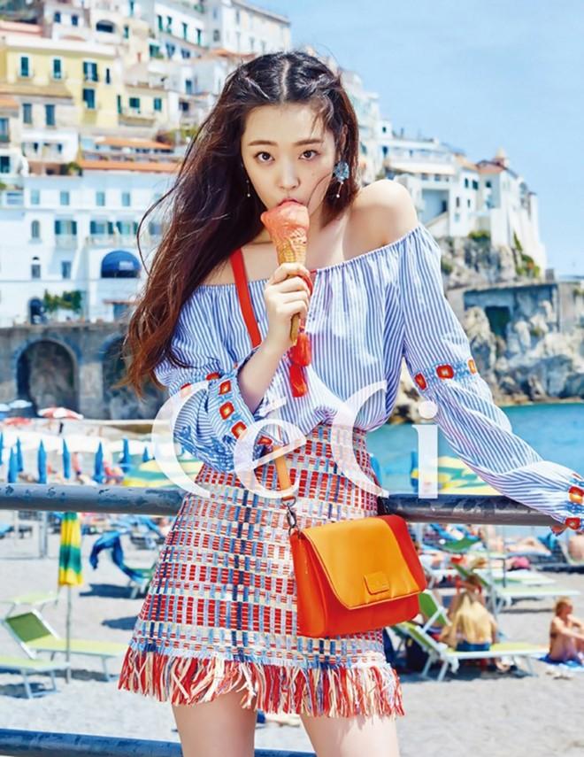 Kiều nữ Hàn nghỉ mát rực rỡ ở Italy