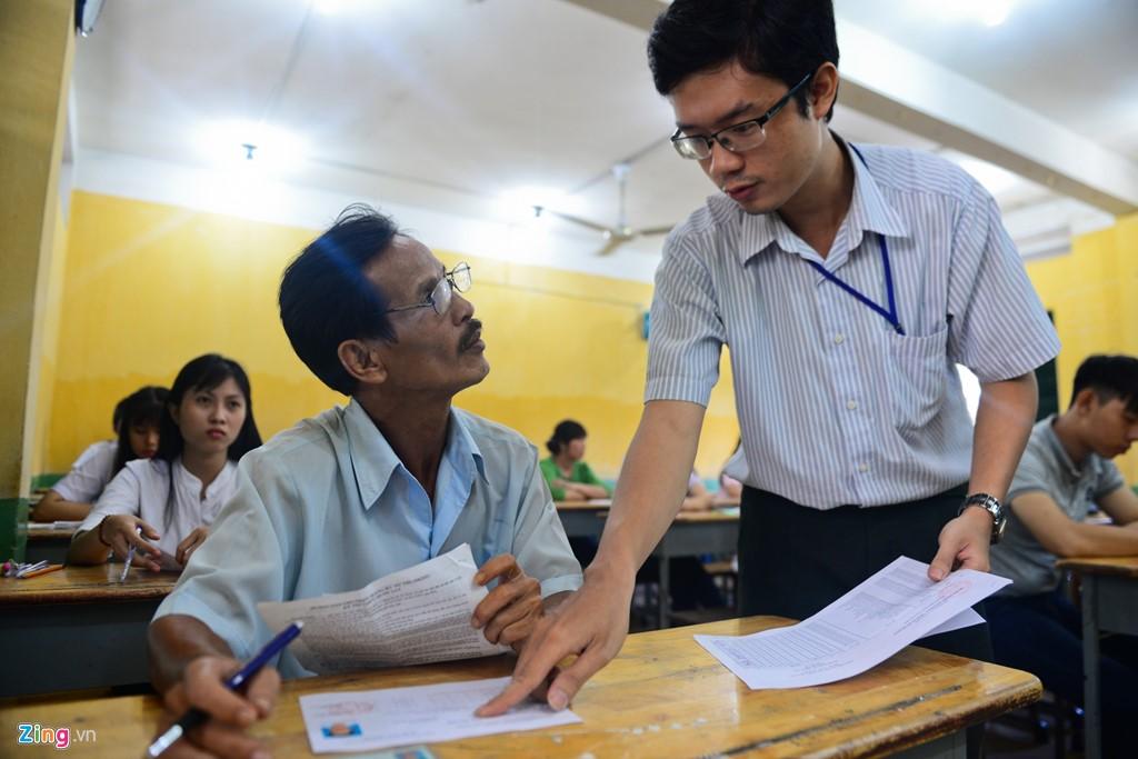 Ba cha con ở Sài Gòn cùng quyết tâm thi đại học - Hình 16