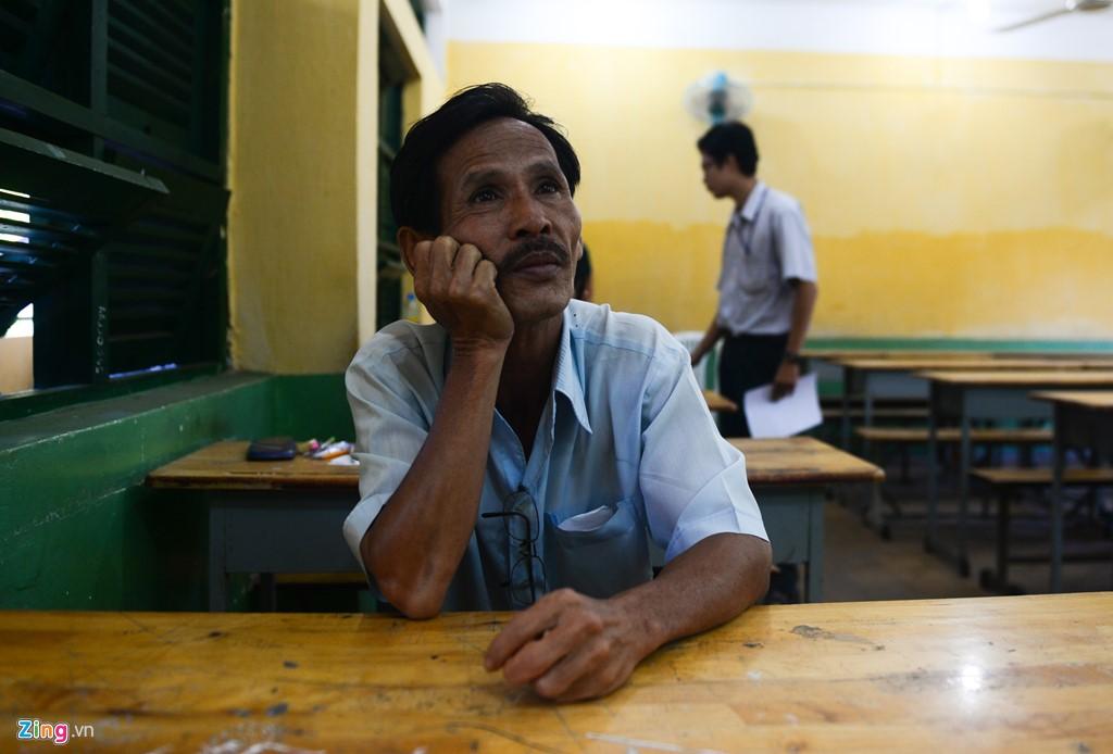 Ba cha con ở Sài Gòn cùng quyết tâm thi đại học - Hình 18