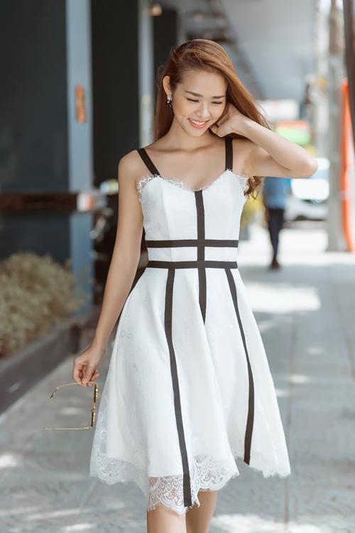 6 kiểu váy ren hợp mốt cho nàng sành điệu - Hình 9