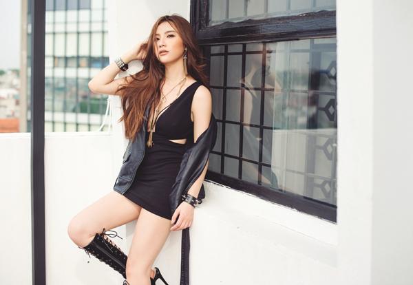 Hạnh Sino khoe vẻ sexy với váy khoét trên xẻ dưới - Hình 1