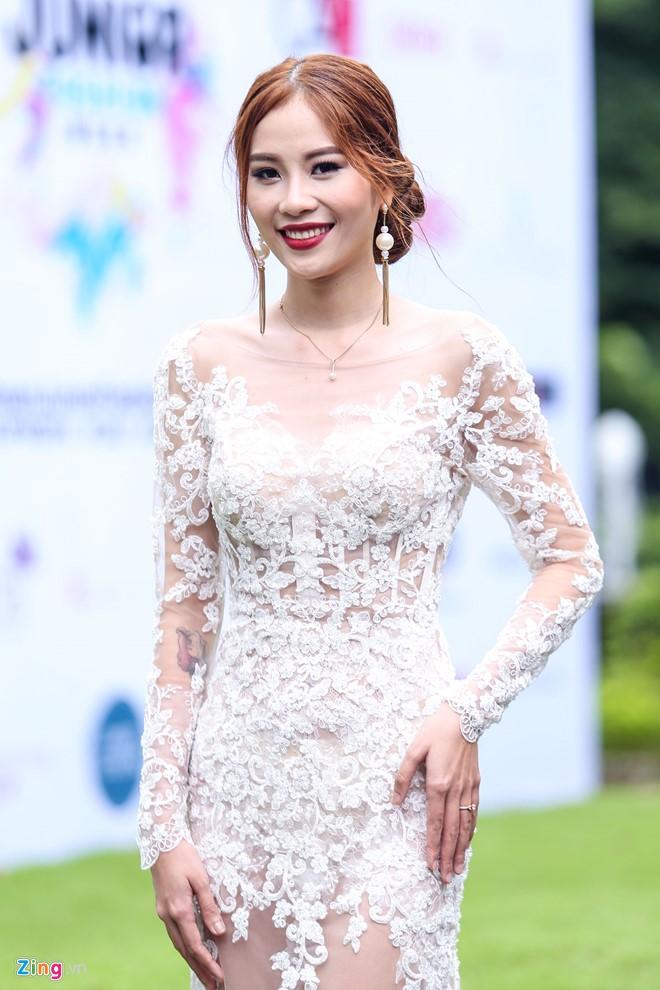Sao Việt đội mưa đi xem show Đỗ Mạnh Cường