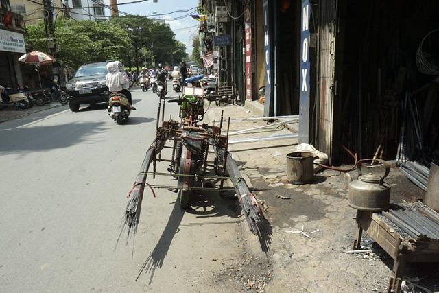 Xe tự chế chở hàng quá khổ vẫn hoành hành ở Hà Nội - Hình 2