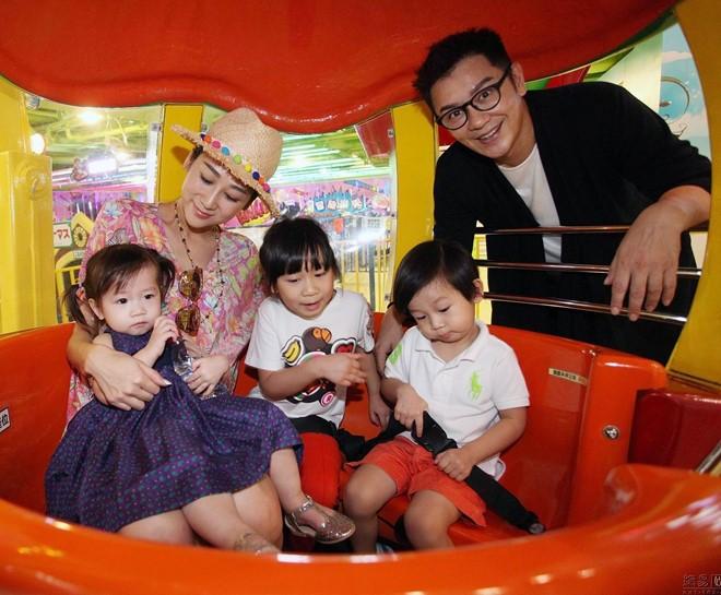 Vợ Đoàn Dự Trần Hạo Dân khoe dáng gợi cảm dù sinh 4 con - Hình 2