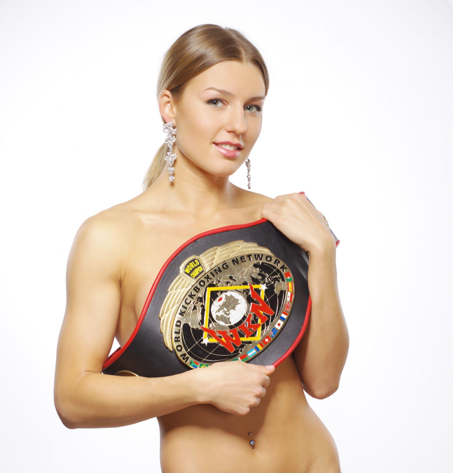 Khó thở vì vòng một của nữ võ sĩ Ekaterina Vandaryeva - Hình 1
