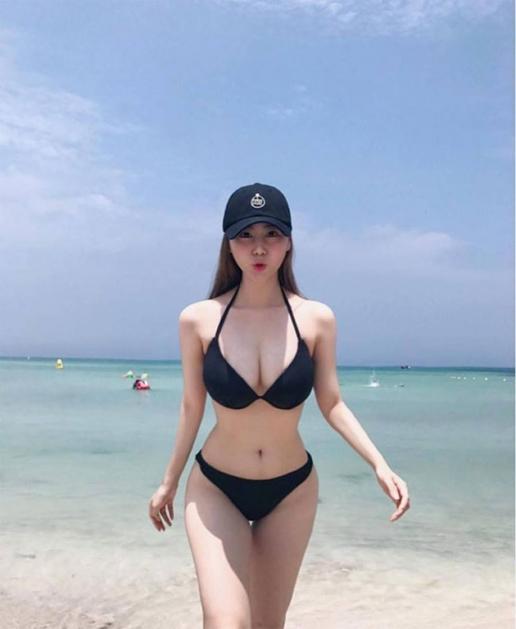 Không thể rời mắt trước loạt gái xinh bikini châu Á
