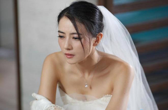 Món quà chú rể tặng cô dâu trong đám cưới khiến khách khứa xôn xao, cha mẹ phẫn nộ