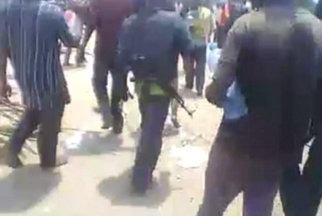Phẫn nộ vụ phụ nữ bị hãm hiếp, chặt đầu trước đám đông ở Congo