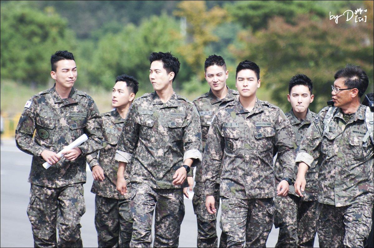 Biệt đội mỹ nam hàng đầu xứ Hàn trong quân ngũ thành hiện tượng vì đẹp hơn cả Hậu duệ mặt trời