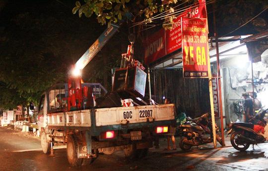 Cập nhật mưa lũ: Vỡ đê ở Hà Nội, nhà dân chìm trong biển nước