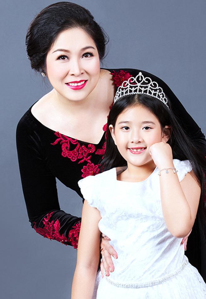 Cô con gái xinh đẹp, tài năng của Hồng Vân sẽ kết hôn cùng bạn trai 6 năm