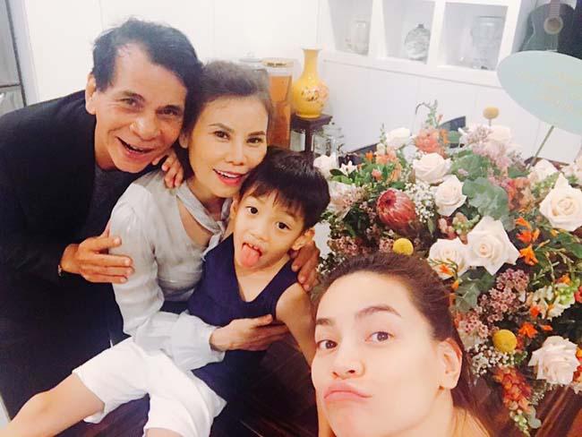 Kim Lý bảnh bao đi dự sinh nhật mẹ Hồ Ngọc Hà, fan nữ tan chảy